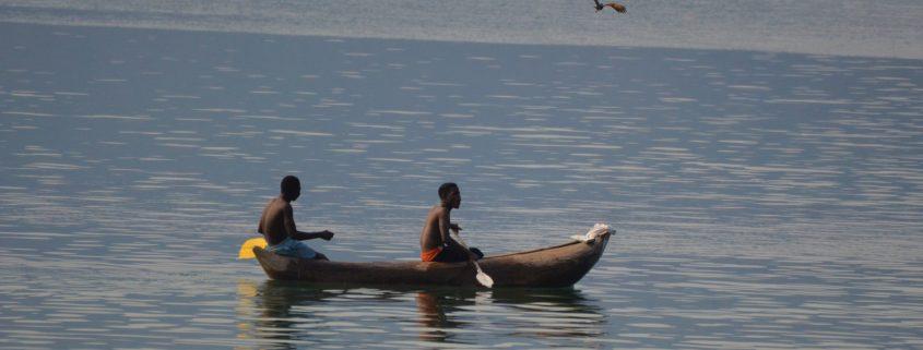 Een traditionele mokoro op Lake Malawi
