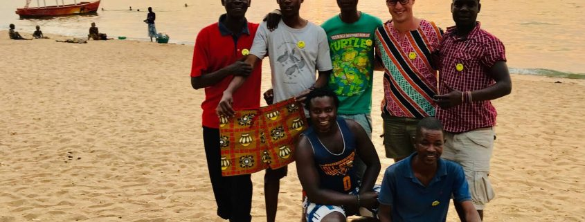Dilo met een groep locals in Cape MaClear aan het Malawimeer
