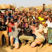 Howard en zijn familie in een Malawi dorp
