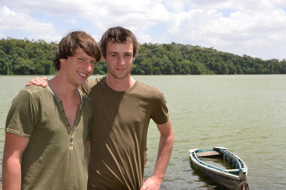 Dilo en Hessel aan het Duluti meer in Tanzania